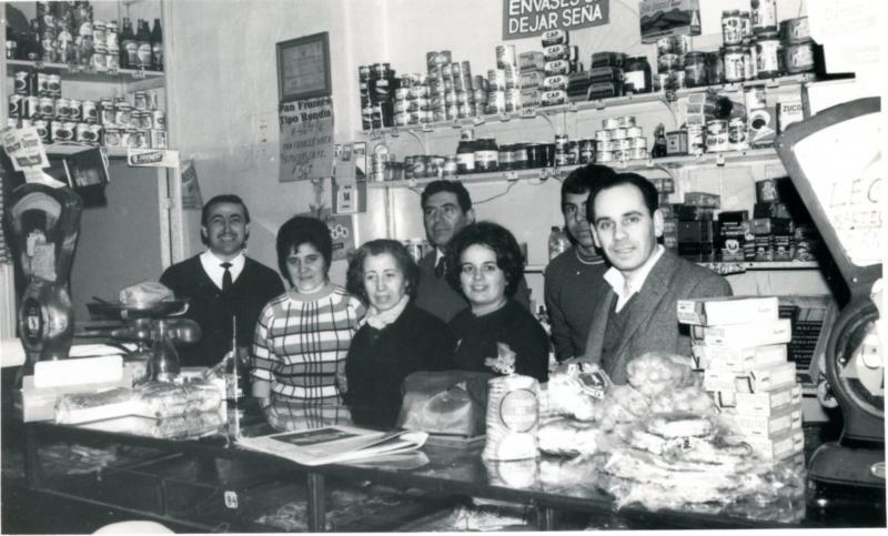 Emigrantes galegos nun ultramarinos en Bos Aires (1962). Foto: Consello da Cultura Galega