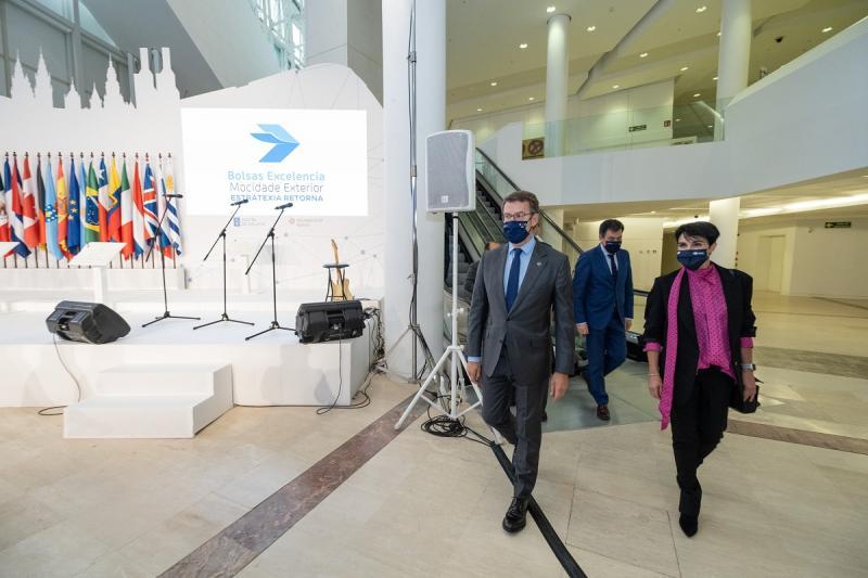 O presidente do Goberno galego participou no encontro coas e cos beneficiarios das Bolsas de Excelencia Mocidade Exterior (BEME)