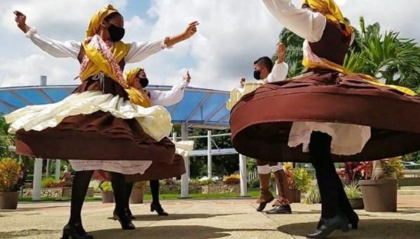 En la imagen, la Agrupación Cultural Aires da Terra de la Hermandad Gallega de Valencia (Venezuela)