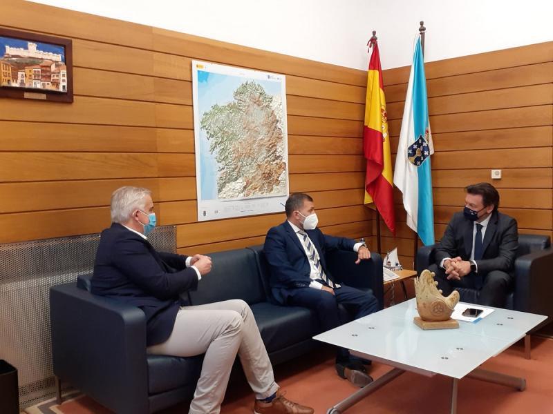 Miranda, Rodríguez Bausero e López Dobarro, na sede de Emigración na capital de Galicia