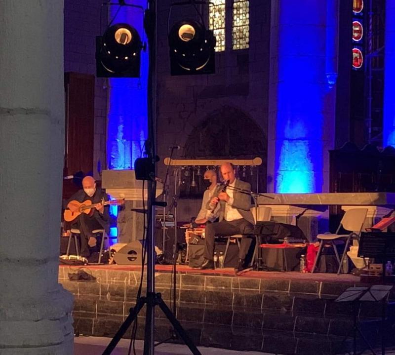 O gaiteiro vigués Carlos Núñez, durante o concerto na Catedral Vella de Vitoria