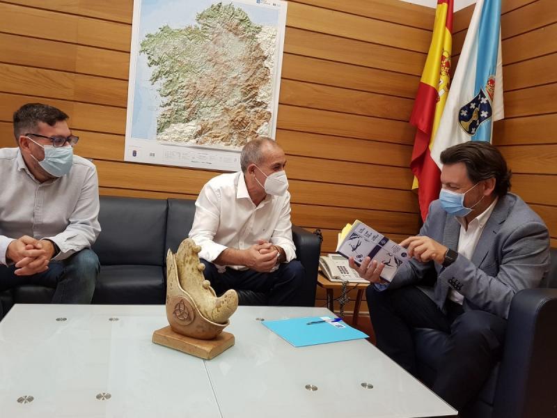 Imagen de la reunión en el despacho del secretario xeral da Emigración en la capital de Galicia