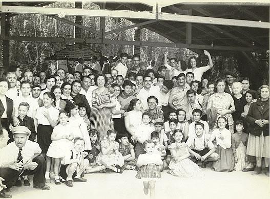 Romaría da sociedade Hijos de Buján no campo de recreo da Federación, 1954