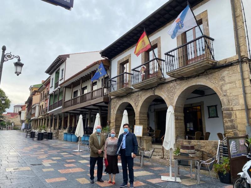 Imaxe da visita do secretario xeral da Emigración ao Lar Gallego de Avilés