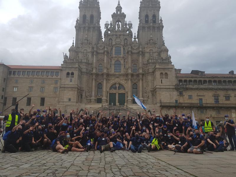 Imaxe da chegada a Santiago de Compostela, este mediodía, das e dos participantes no Conecta co Xacobeo