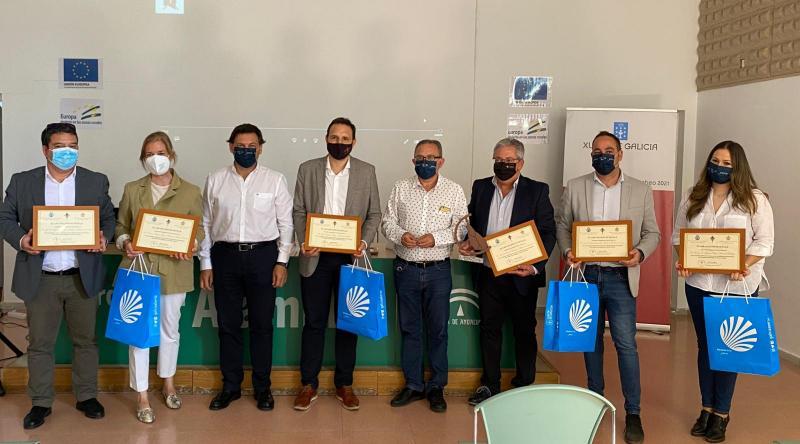 Foto da homenaxe a 6 dos alcaldes e alcaldesas dos concellos por onde transita a Vía da Prata de Andalucía e Estremadura