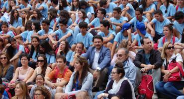 Antonio Rodríguez Miranda acompañó en la Misa del Peregrino a un grupo de más de doscientos participantes en los programas de la Xunta 'Conecta con Galicia' y 'Escolas Abertas'