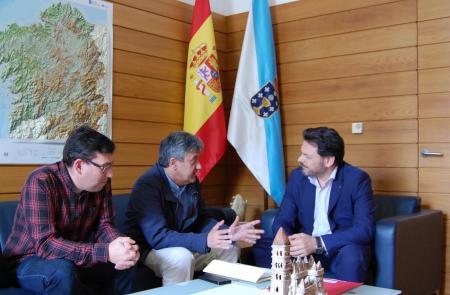 Miranda analizou a actualidade da diáspora galega en Valencia con directivos do Centro Galego na cidade