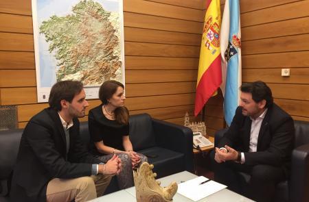 Miranda traslada a los gallegos y gallegas de A Estrada y su comarca en Caracas la importancia de la colaboración en la difusión de los programas sociales de la Xunta de Galicia