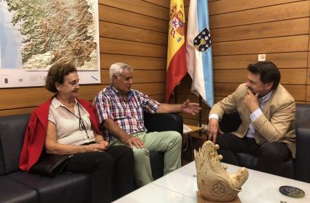Antonio Rodríguez Miranda e Manuel Enríquez, durante a reunión celebrada na sede da Secretaría Xeral da Emigración en Santiago de Compostela