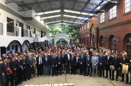 Miranda anima aos socios  e socias do Centro Partido do Carballiño a presumir de galeguidade na celebración do seu primeiro centenario