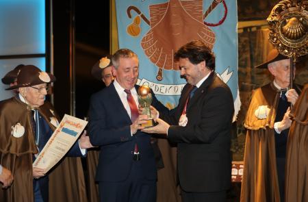 Miranda pide a todas y todos los gallegos del mundo que extiendan su compromiso con Galicia al Xacobeo 2021 durante la celebración del Capítulo de la Enxebre Orde da Vieira en Madrid