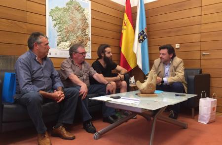 Miranda muestra su apoyo a la labor cultural y de conservación de las tradiciones que desde hace 40 años lleva a cabo el Centro Galego Val do Rhin