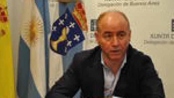 """Santiago Camba reafirma en Bos Aires o """"compromiso da Xunta de Galicia co hospital do Centro Galego e cos seus asociados""""."""