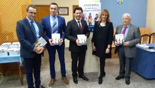 """Miranda salienta o papel de """"cordón umbilical con Galicia"""" que a revista do Lar Gallego de Sevilla tivo na historia do centro andaluz"""
