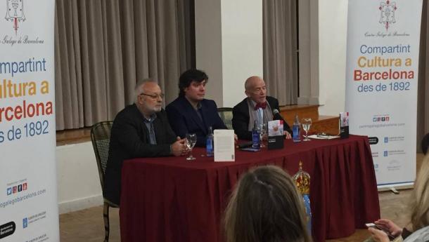 """Manuel Mandianes presentou no Centro Galego de Barcelona """"En blanco"""", a súa primeira novela, na que mestura vivencias e pensamento social"""