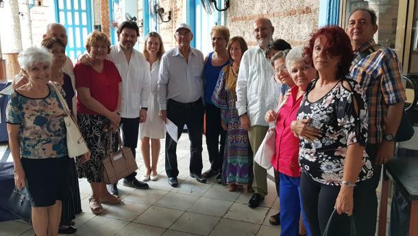Miranda mantivo un encontro con representantes de Hijos del Partido de Lalín na Habana