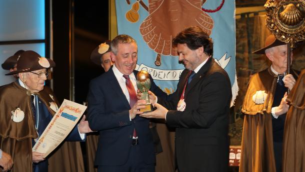 Miranda pide a todas e todos os galegos do mundo que estendan o seu compromiso con Galicia ao Xacobeo 2021 durante a celebración do Capítulo da Enxebre Orde da Vieira en Madrid