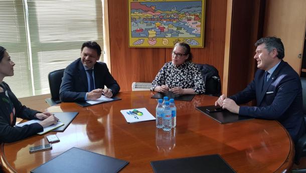 Miranda reúnese coa embaixadora de Australia en España, Julie-Ann Guivarra, para tratar os retos que afrontan ambas rexións