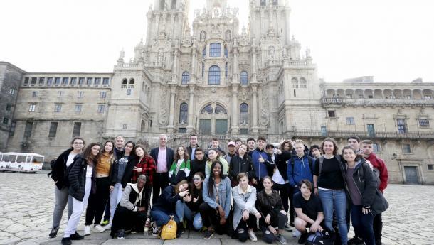 O alumnado de galego do instituto londinense Cañada Blanch chega a Santiago na súa 'Viaxe da lingua'