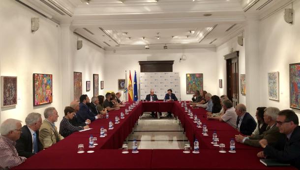 Miranda reúnese con directivas e directivos das principais entidades galegas de Madrid para trazar as liñas de colaboración cunha das colectividades galegas máis relevantes de España
