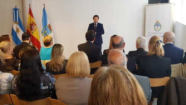 Miranda traslada os parabéns do Goberno galego ao arxentino na celebración do 209 aniversario da Revolución de Mayo durante un acto organizado polo Consulado en Vigo