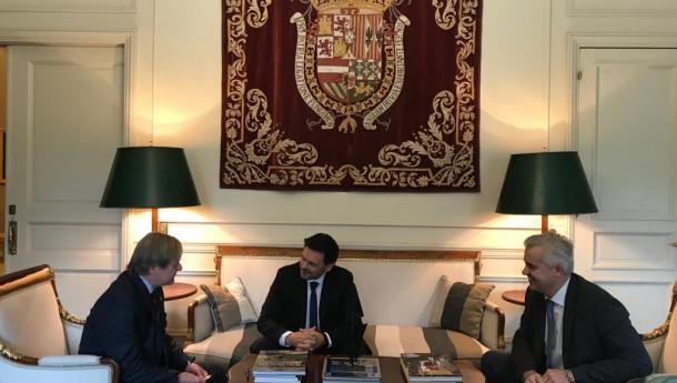 Miranda reúnese co novo embaixador do Uruguai por primeira vez desde a súa chegada ao país andino