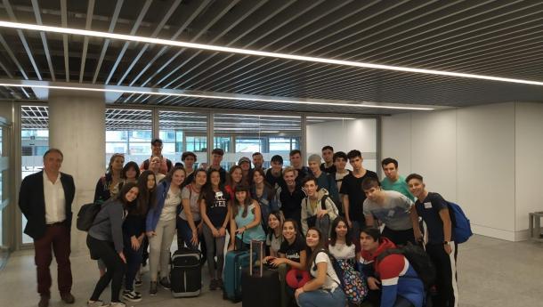 Los 32 jóvenes participantes en el programa Conecta con Galicia aterrizan en Santiago de Compostela