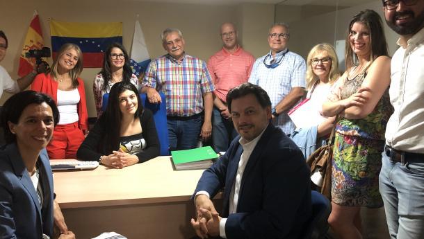 Miranda visita la nueva oficina fija de información al retornado de Fevega, la tercera de Galicia, que abarca toda la provincia de Lugo