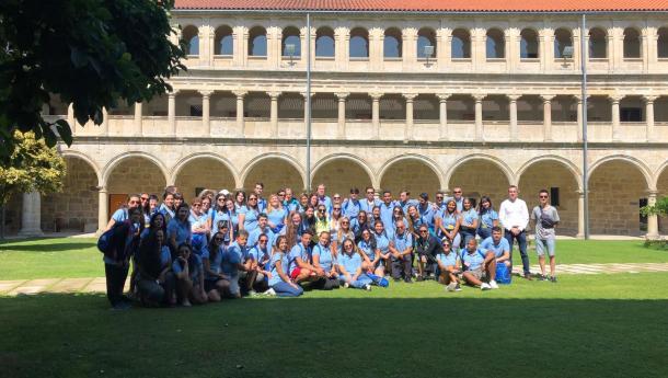 La Secretaría Xeral da Emigración acerca a las y los participantes de Escolas Abertas el patrimonio de la Ribeira Racra, candidata a ser Patrimonio de la Humanidad