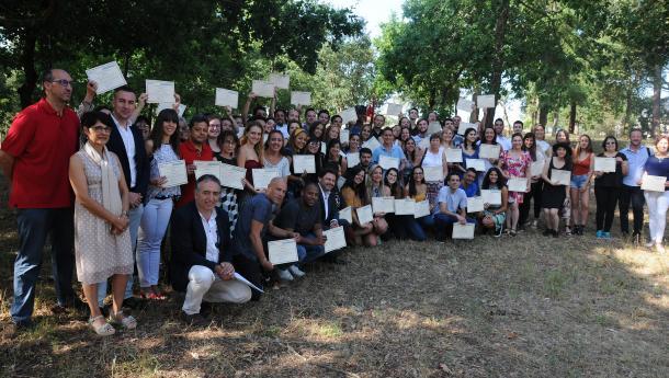 """Miranda entrega os diplomas ás e aos 63 docentes de disciplinas relacionadas coa cultura galega procedentes de oito países trala súa participación en """"Escolas Abertas"""""""