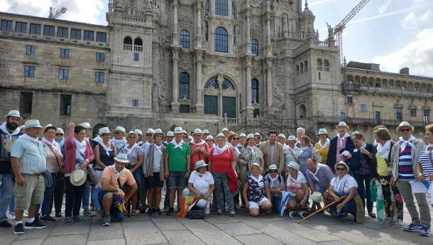 Miranda recibe aos socios e socias do Centro Galego Val do Rhin que fixeron o último tramo do Camiño de Santiago para conmemorar o seu 40 aniversario