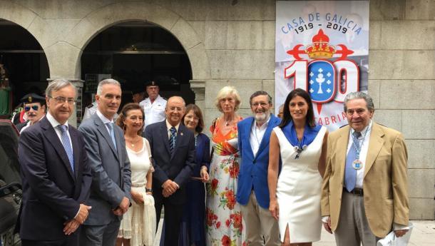 A alcaldesa de Santander e a consejera de Educación y Turismo asistiron á procesión de Santiago 2019, organizada polo Centro Galego de Santander