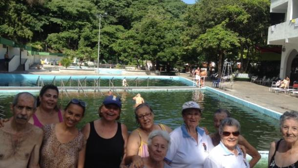As e os maiores do Centro de Día da Hermandad Gallega de Valencia desfrutaron das augas termais