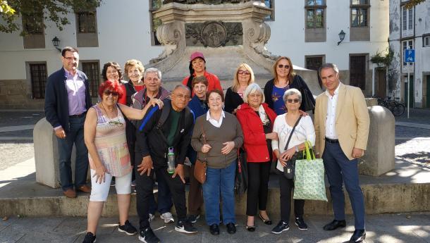 A Asociación Centro Partido de Carballiño visita Galicia nun achegamento ás súas raíces